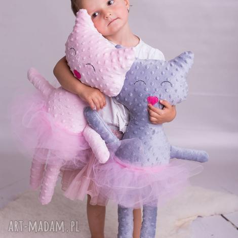 maskotki przytulanka kot minky, poduszka kot, pomysł na prezent, minky