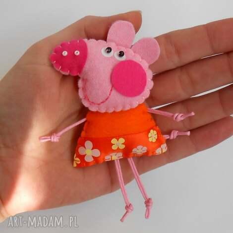 Świnka - broszka z filcu tinyart - świnka, bajka, broszka, dziecko, prezent