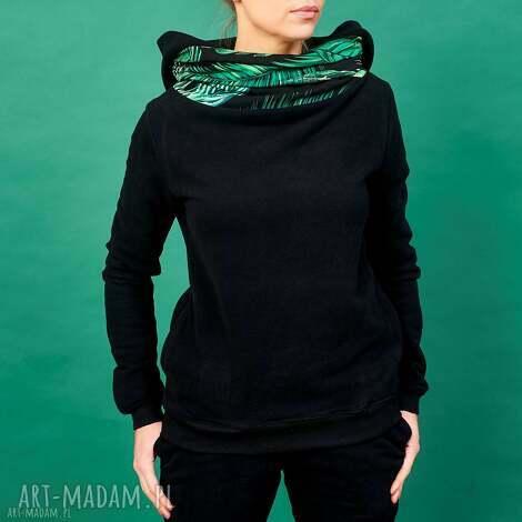 bluzy czarna bluza z kominem i kapturem motyw tropikalny, damska, dresowa