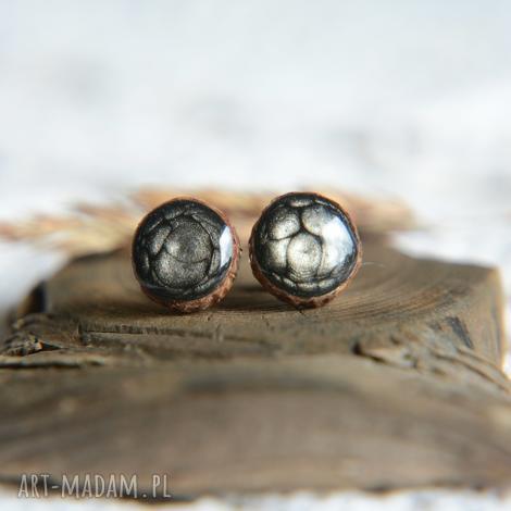 czarne kolczyki wkrętki na srebrnych sztyftach, ręcznie malowane, onyx, węgiel