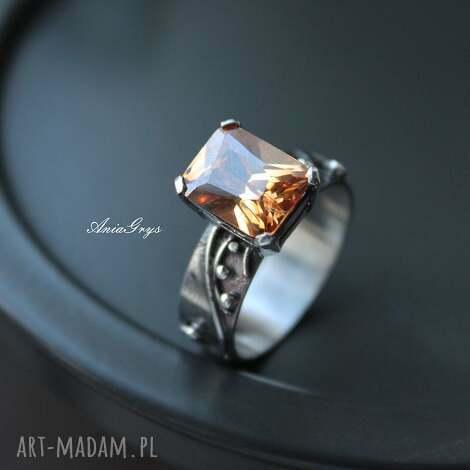 pierścionek miodowy - srebrny, cyrkonia, oksydowany, gwiazdoo, wirewrapping