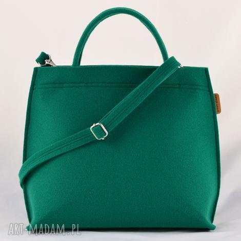 zielony kuferek, torebka do ręki na długi pasek, średniej wielkości torba