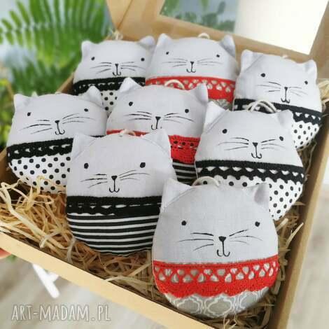 dekoracje kocie bombki black red white, zawieszki, kot, bombki, ozdoby, świąteczne