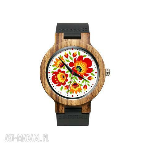 drewniany zegarek na czarnym pasku z grafiką wiosenny folk, kwiaty, folklor