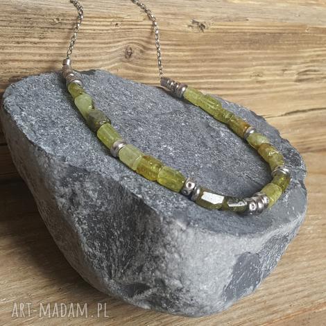 naszyjnik srebrny z zielonym granatem grossular, srebro granat, modny naszyjnik,