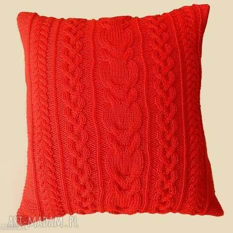 duża czerwona, poduszka, dziergana dom