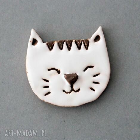 mruczek-broszka ceramika - minimalizm, kociara, design, prezent, urodziny, przypinka