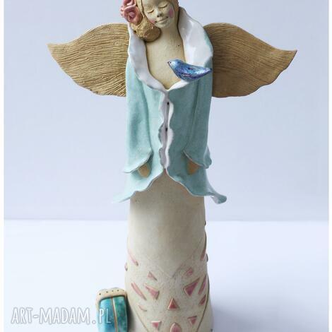 anioł z kuferkiem, anioł, ceramika, ptal