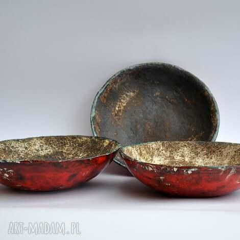 pod choinkę prezent, ceramika surowe miseczki w czerwieni, misa, waza, patera
