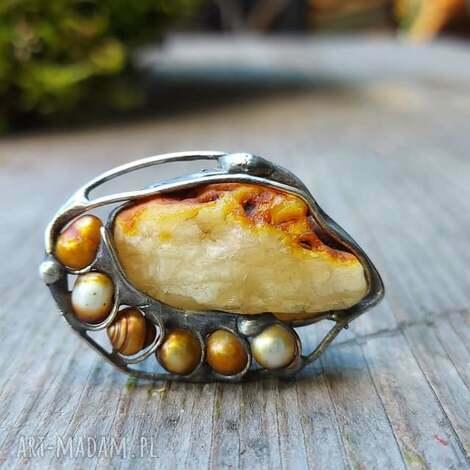 pierścionek z bursztynem i perłą, bursztynowy pierscionek, perłą