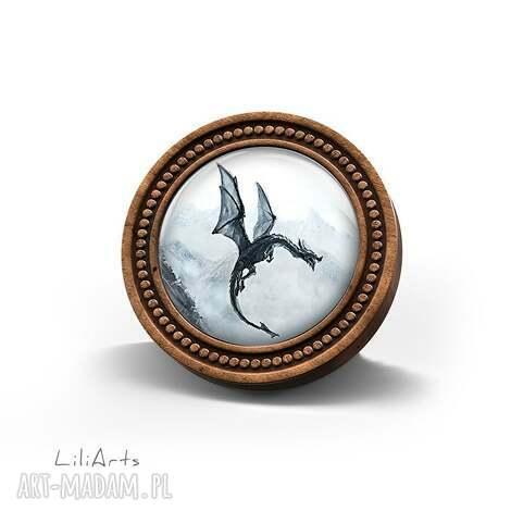 broszka drewniana liliarts - czarny smok naturalna, unikatowy, prezent