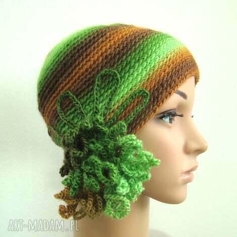 czapka z ozdobą w zieleniach i brązach - ozdoba, fantazyjna uniwersalna, unikatowa