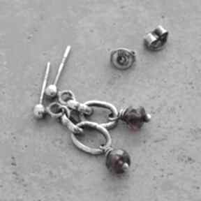 Granat rodolit surowe srebrne kolczyki grey line project granat