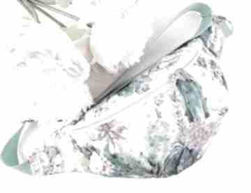 Pastelowa nerka w turkusach, mięcie i różu z kaktusami kwiatami