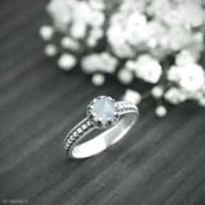Srebrny pierścionek retro z błękitnym chalcedonem pracownia
