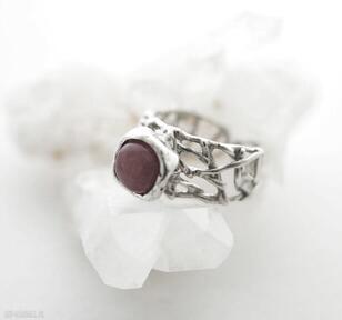 Pierścionek ażurowy z różowym kamieniem anna kaminska ażurowy,
