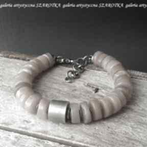 W ciepłym beżu bransoletka z kamienia słonecznego i srebra