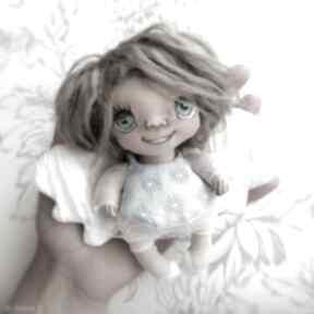 Aniołek wróbelek - zawieszka figurka tekstylna ręcznie szyta