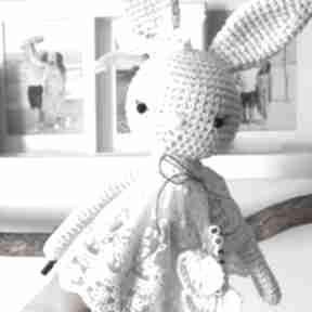 Królisia nela - duży szydełkowy króliczek w koronkowej sukience