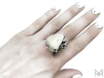 Damski srebrny pierścionek z bursztynem bałtyckim mychoice