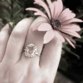 Srebrny pierścionek z kamieniem słonecznym artymateria