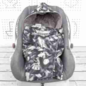 Duży kocyk do fotelika samochodowego pinokio granat dla dziecka