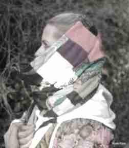 Komin szyty z kawałków na podszewce kolorowej, patchworkowej