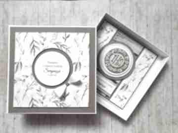Kartka w pudełku - wyjątkowy prezent zieleni scrapbooking kartki