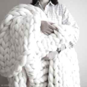 Wełniany koc pled chunky blanket koce i narzuty wool and dog koc