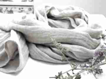 Lniany szal chusta w kolorze naturalnego beżu, modny wiosenny
