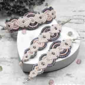 Kolorowy komplet biżuterii z koralików w odcieniach chabru