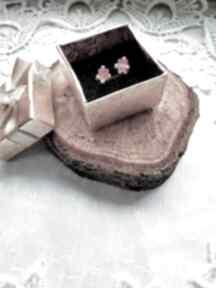 Molicka. Kolczyki srebrne wkrętki z kostkami Swarovskiego