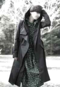 Płaszcz przeciwdeszczowy czarny płaszcze monika jaworska kaptur