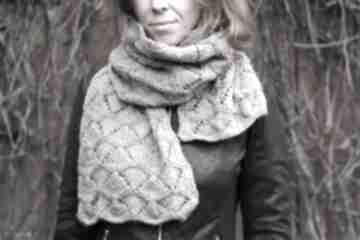 Beżowy szal rękawiczki juliannad dziergany, wełniany, ciepły