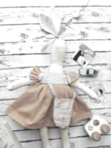 Święta prezent: Pani królik z wyszytym imieniem maskotki
