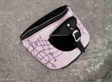 Skórzana nerka melodia czarno-różowa nerki czajkaczajka