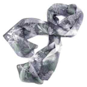 chustki i apaszki. Fioletowy szal jedwabny Kwiaty Bzu ręcznie