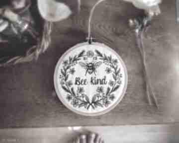 dekoracje! obrazek haftowany pszczółka kwiaty vintage