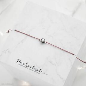 Bransoletka czerwony sznureczek z serduszkiem ilovehandmade