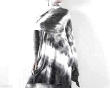 Wełniany szal pomiędzy bielą i czernią szaliki anna damzyn szal