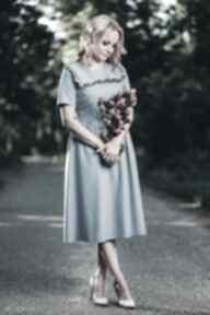 sukienki. sukienka midi weselna rozkloszowana falbanka letnia