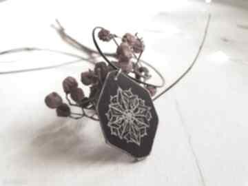 Drewniany wisior grawerowany, moonlight minimalist art wisiorki