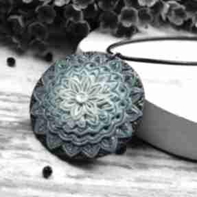 Wisiorek mandala w odcieniach turkusu wisiorki kameleon