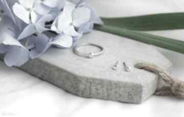 Komplet minimalistycznej biżuterii dziki krolik pierścionek