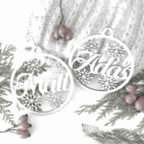 Prezenty na święta? Bombka z imieniem dekoracje biala konwalia