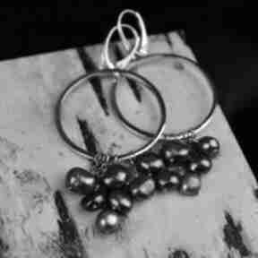 Duże kolczyki-koła z szarymi perłami srebro barbara fedorczyk