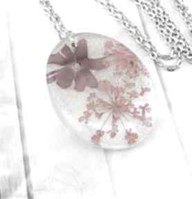 1169 - wisiorek z żywicy kwiatami wisiorki mela art wisiorek