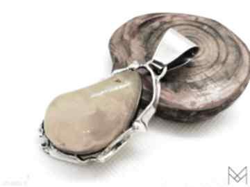 Srebrny wisiorek z bursztynem bałtyckim handmade wisiorki