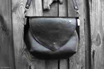 Amina średniej wielkości torebka na ramię czarna skóra naturalna