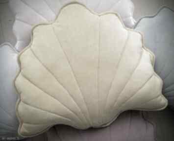 Musztardowa poduszka dekoracyjna dom kuferek malucha muszla